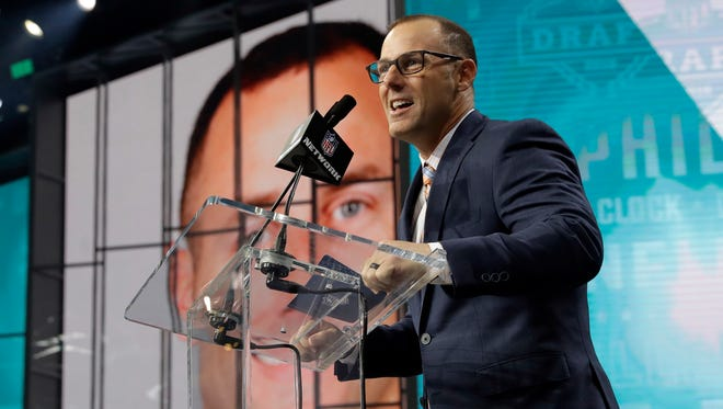 Former Philadelphia Eagles player David Akers announces South Dakota State's Dallas Goedert as the Eagles' selection during the second round of the NFL football draft Friday, April 27, 2018, in Arlington, Texas.