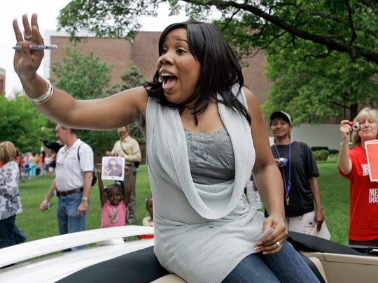"""FILE - In this May 11, 2007, file photo, Melinda Doolittle, one of finalists from the """"American Idol"""" television program, waves to fans as she rides in a car at Belmont University in Nashville, Tenn."""