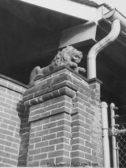 Lion in place, 1972