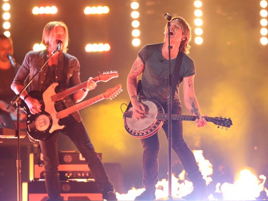 "Keith Urban performs """"Wasted Time""."""