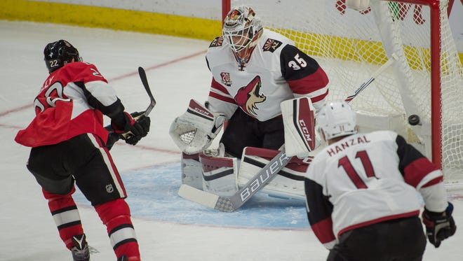 Arizona Coyotes goalie Louis Domingue (35) will start against the Canadiens.