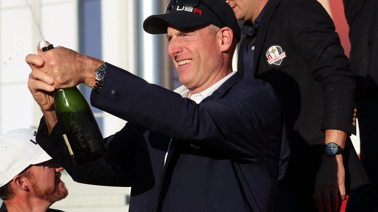 Jim Furyk follows his ball on the ninth hole during