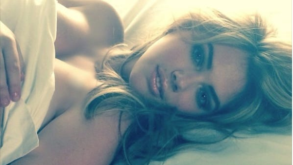 Kate Upton shares topless selfie