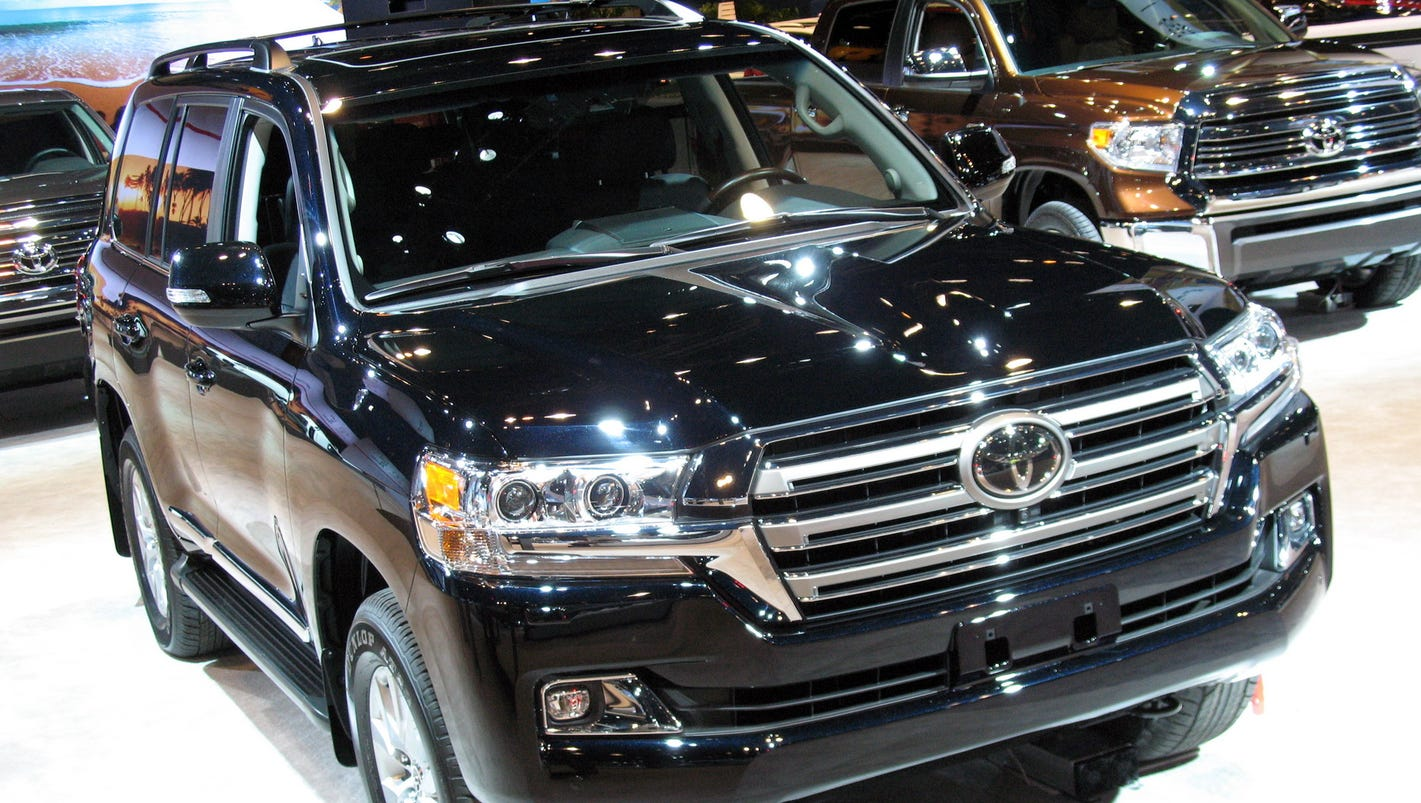 2017 toyota land cruiser is capable stylish. Black Bedroom Furniture Sets. Home Design Ideas