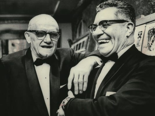 1968 Press Photo Vince Lombardi (r) chatted with George Halas at dinner.