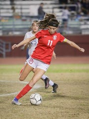 Jane Jordan finds the ball in the midfield. The La