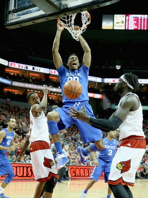 LOUISVILLE, KY - DECEMBER 27:  Marcus Lee #00 of the Kentucky Wilcats dunks the ball during the game against the Louisville Cardinals at KFC YUM! Center on December 27, 2014 in Louisville, Kentucky.  (Photo by Andy Lyons/Getty Images)