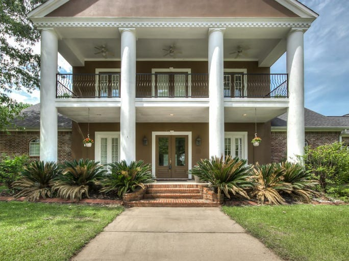 On the market homes with louisiana flair for Flair custom homes