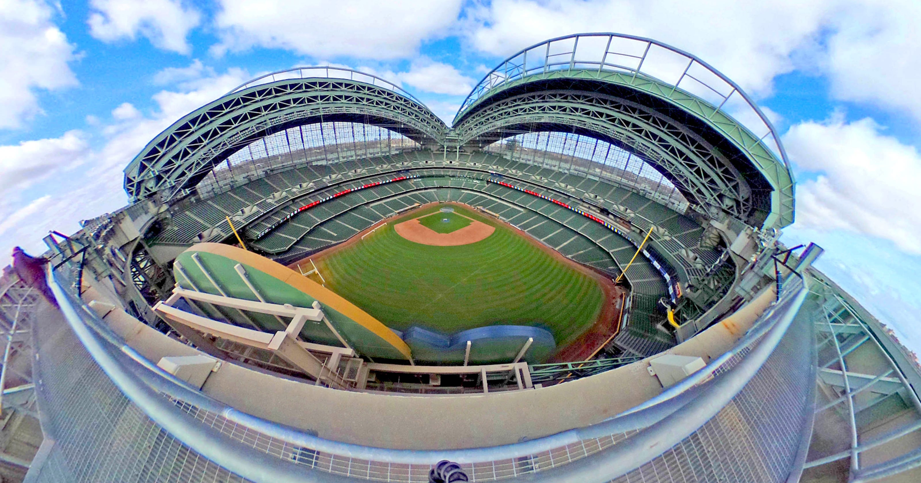 After 17 Years Miller Park Roof Performs Well For Fans Team