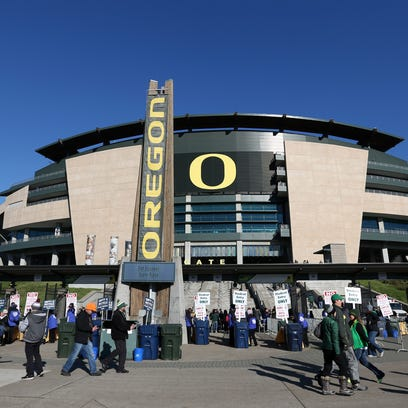 Three Oregon Ducks football players hospitalized during offseason workouts