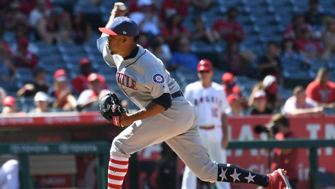 Mariners closer Edwin Diaz sports the patriotic socks many MLB players wore over the Independence Day holiday weekend.
