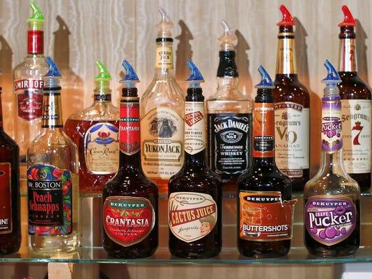 -Liquor bottles.jpg_20130627.jpg
