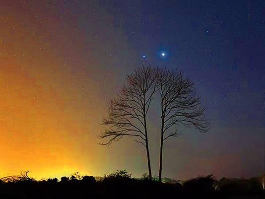 A recent photo of Venus and Jupiter in the night sky.