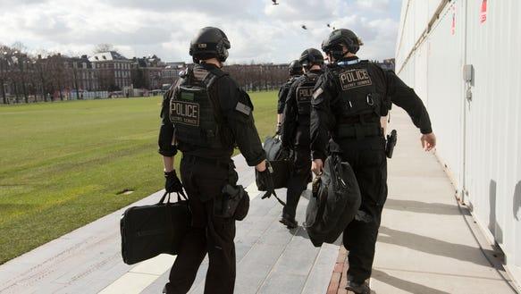 AP Obama Netherlands Secret Service_001