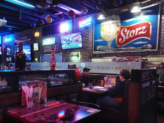 Diners eat lunch at Starz Restaurant off of 57th Street