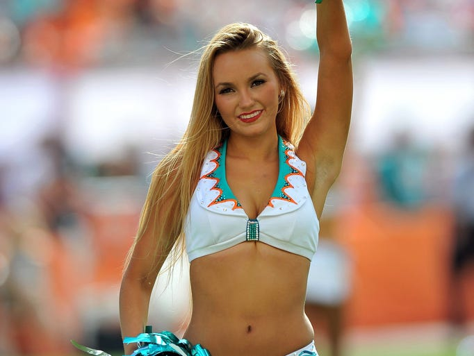 Cheerleaders Around The Nfl
