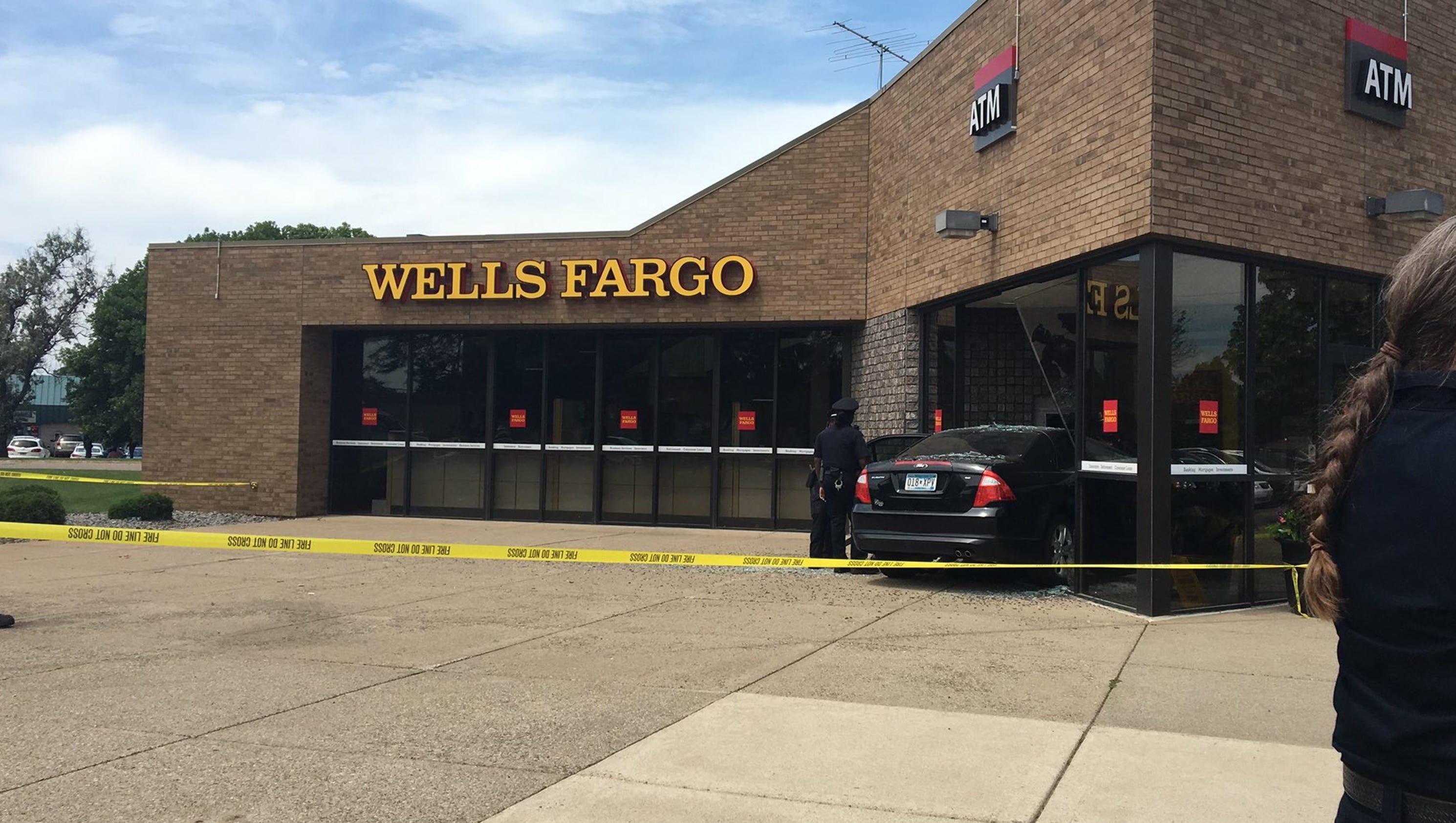 car crashes into entrance of wells fargo bank in st cloud. Black Bedroom Furniture Sets. Home Design Ideas