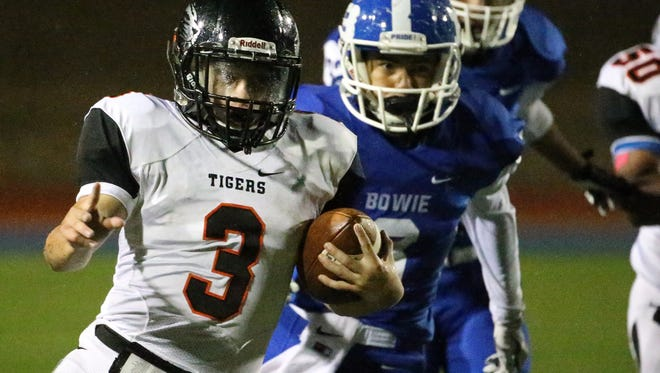 El Paso High running back Matt Teran, 3, carries the ball against Bowie in a rainy Friday night game.