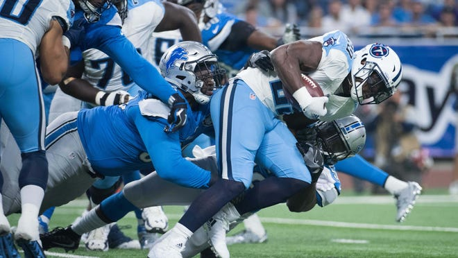 Titans running back DeMarco Murray (29) runs the ball during the first quarter Sunday.