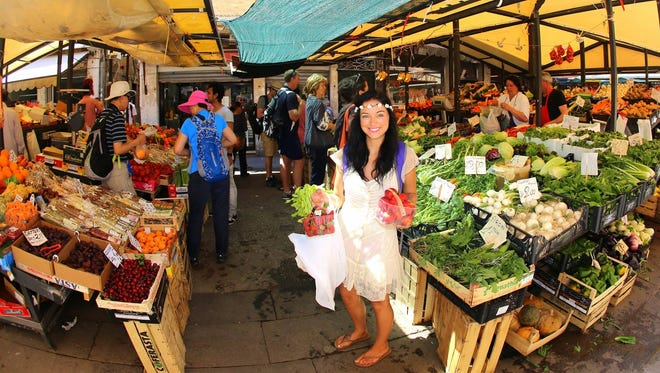 Blogger Anna Kate offers novel advice for travelers seeking great food: Find a long line and get in it.
