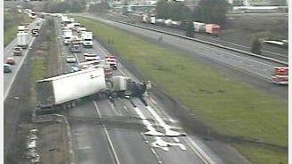 Crash involving a semi on I-5 near Albany