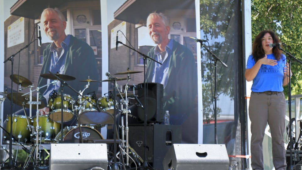 Lisa Cretsinger speaks during a memorial concert for