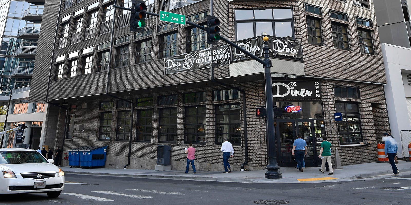 Two Nashville bars now selling alcohol 23 hours a day