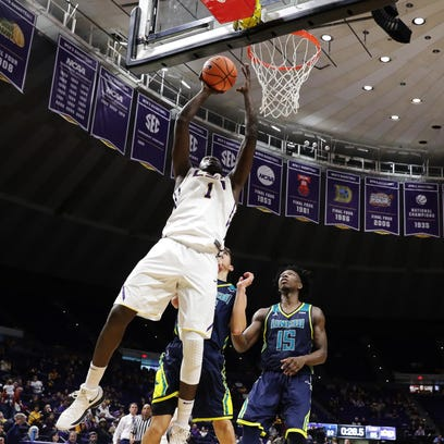 LSU Tigers forward Duop Reath (1) shoots a lay up against