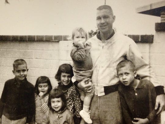 Robert Hickman and his six children.