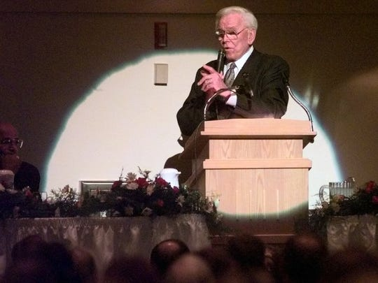 The Rev. Robert Schuller addresses a crowd of about 2,000 at a 1998 prayer breakfast in Florida.