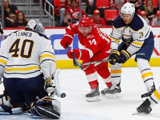 Sabres goalie Robin Lehner (40) stops a shot by Red