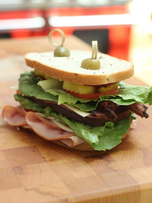 635700753001628807-sandwich1