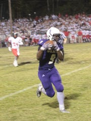 Clarksville High's Brevon Johnson (9) catches a ball