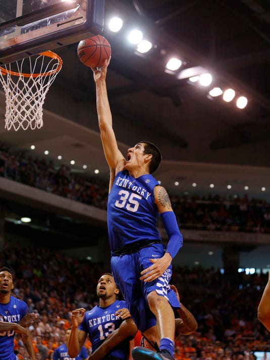 Kentucky forward Derek Willis (35) shoots and scores during the first half of an NCAA college basketball game against Auburn, Saturday, Jan. 16, 2016, in Auburn, Ala. (AP Photo/Brynn Anderson)