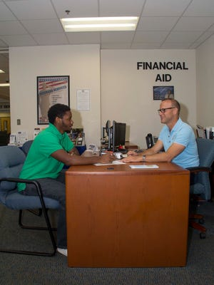 Finding Cash for College workshops at Indian River State College help new and returning students obtain financial aid for college.