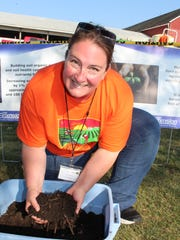 Jamie Patton of UW Extension shows guest how important earthworms are in helping water infiltrate the soil.