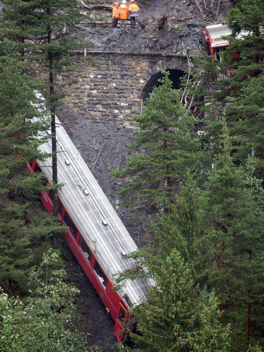 Switzerland Train Der_Oliv.jpg