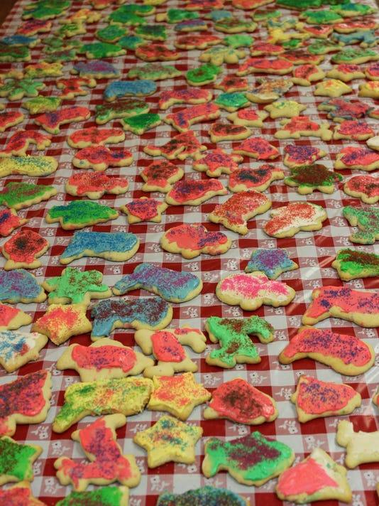 stc 0202 CT senior comm cookies.jpg