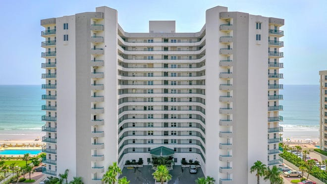 Situated above the pristine sands of Daytona Beach, Towers Grande is in one of the area's most desirable locations, close to fine dining and next to the area's most anticipated luxury condo tower, Max Daytona.