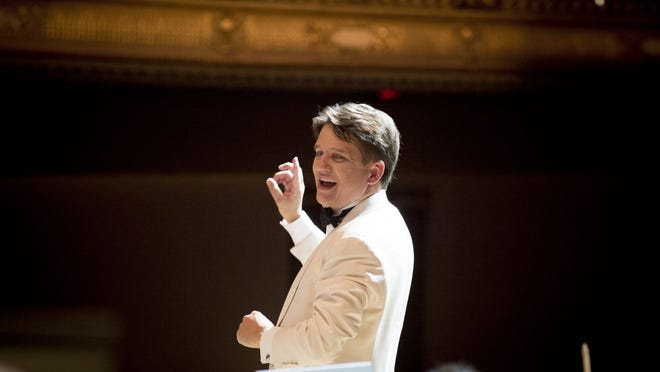Keith Lockhart conducts a concert at Boston's Symphony Hall.