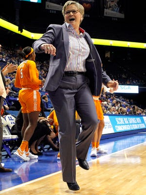 Tennessee coach Holly Warlick and the Lady Vols have received a commitment from Emily Saunders, a 6-foot-4 center from Mullens, West Virginia. Saunders is UT's first addition to its 2019 women's basketball signing class.