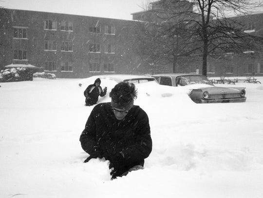 MSU students brave the elements during the snow storm