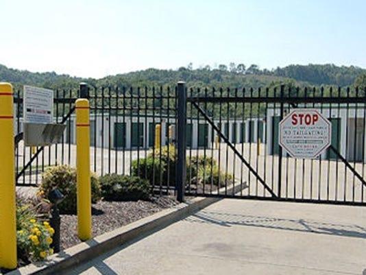Gate-narrow.jpg