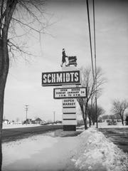 The Schmidts sign with the shopping cart lady, January