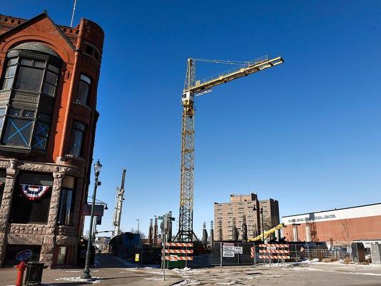 635906326915127398-Big-Crane-1.jpg