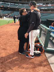 Spink Award winner Claire Smith meets with Giants'