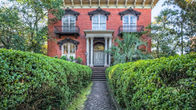 """The Mercer House is the site of two infamous deaths profiled in """"Midnight in the Garden of Good and Evil."""""""