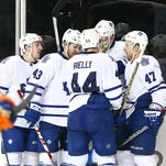 Toronto Maple Leafs left wing James van Riemsdyk (21)