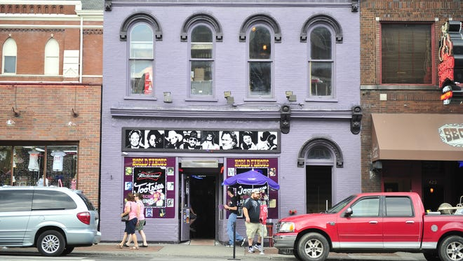 Tootsie's Orchid Lounge is just one of the venues where you can hear live music for free in Music City.