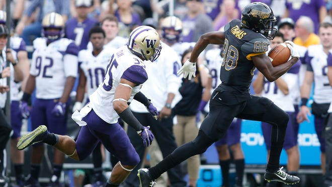 Southern Miss wide receiver Michael Thomas (88) outruns Washington defensive back Brian Clay (35) for a touchdown in the first quarter at Cotton Bowl Stadium.